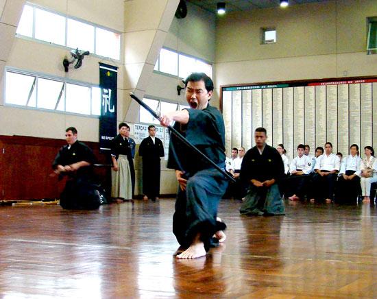 Iaijutsu, Kata com espada de metal, Katana