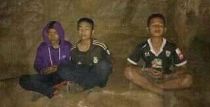 Maninos na Caverna, Tailandia.