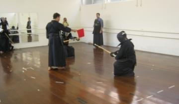 Coordenador de Sorocaba arbitrando shiai  5º kyu