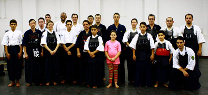 Foto com todos no dojo