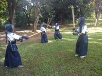 Kenjutsu: luta com bogu (proteção).